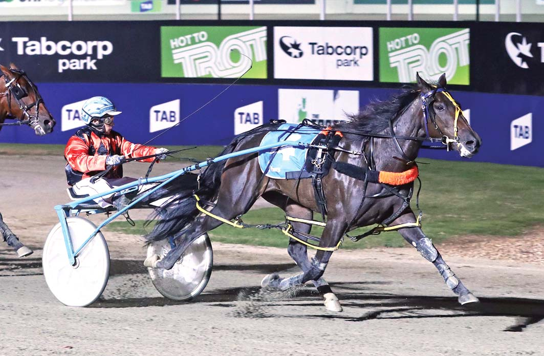 Apples on target for another feature win